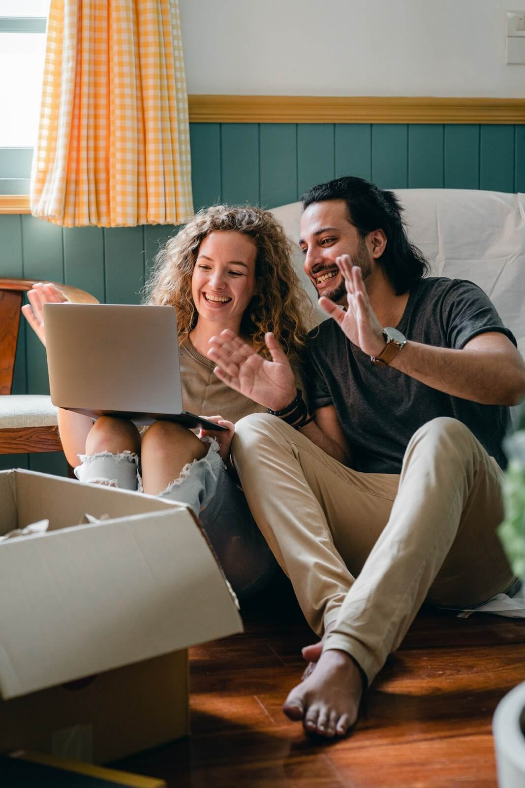couple getting home equity loan from non traditional mortgage